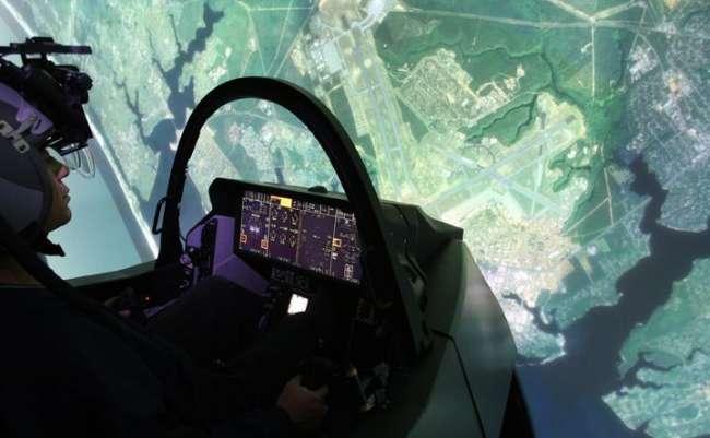 Düşünce gücüyle F-35 uçurdu