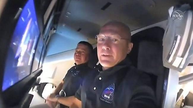 SpaceX'in tarihi uzay yolculuğunda sona yaklaşıldı